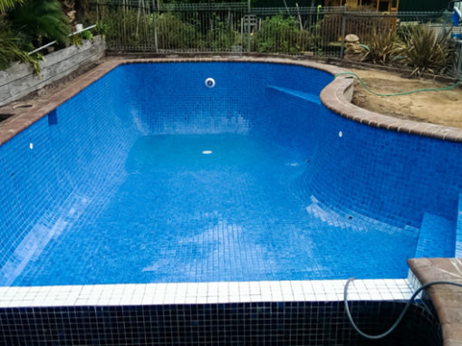 Tiling a rendered pool – Balwyn